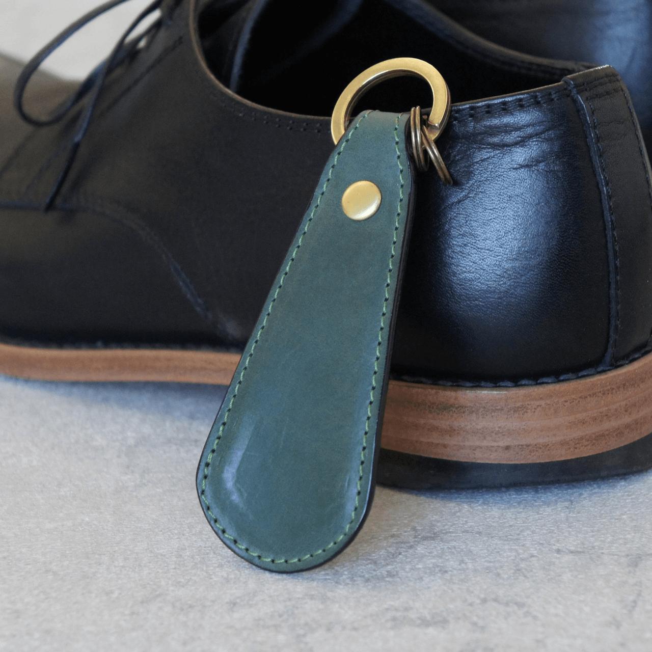 ステッチが選べる★革の靴べらキーホルダー(グリーン)