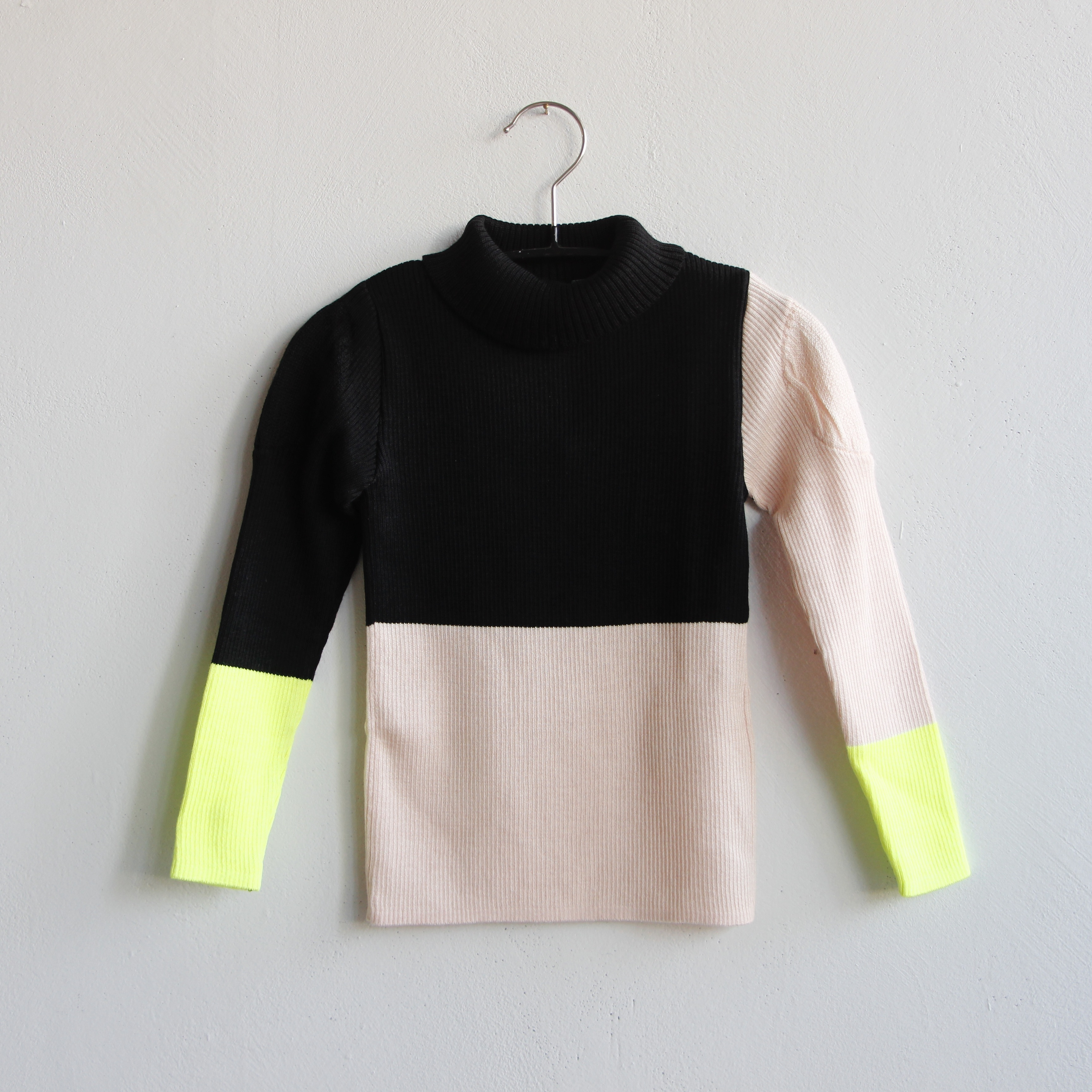 《frankygrow 2020AW》MULTI COLOR SWELL SHOULDER HIGH-NECK KNIT / black × pink × yellow / LL