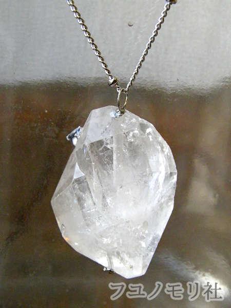 ネックレス - 水晶と一匹 - フユノモリ社