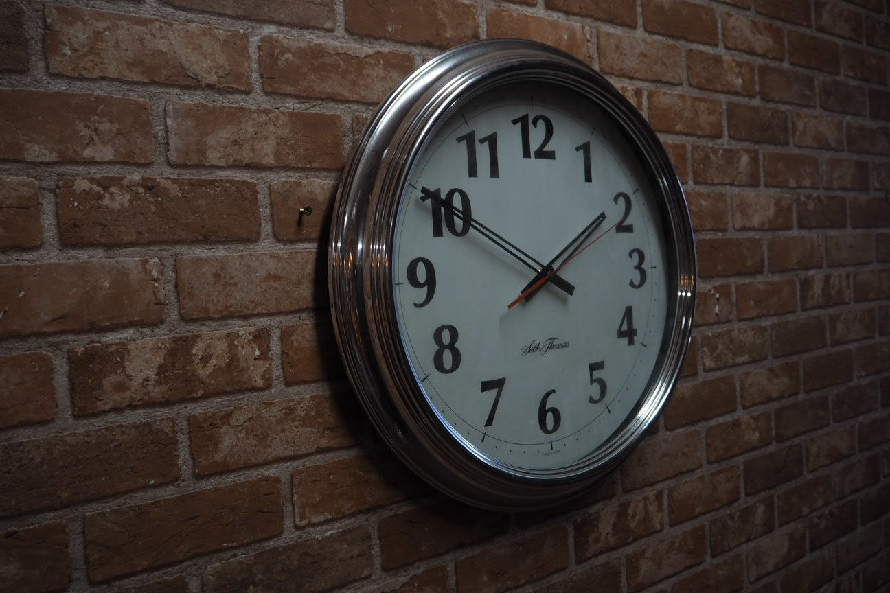 品番0476 シンプルな時計 B