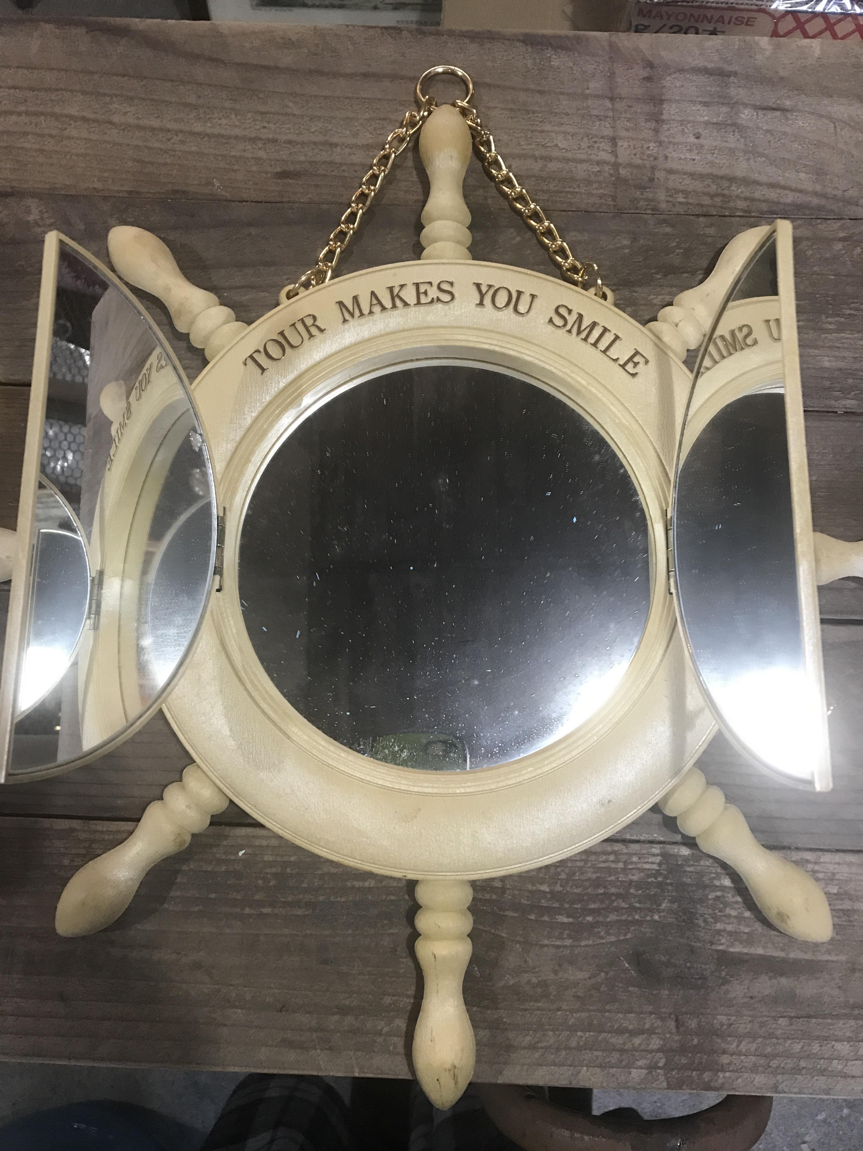レトロなプラスチック製の鏡