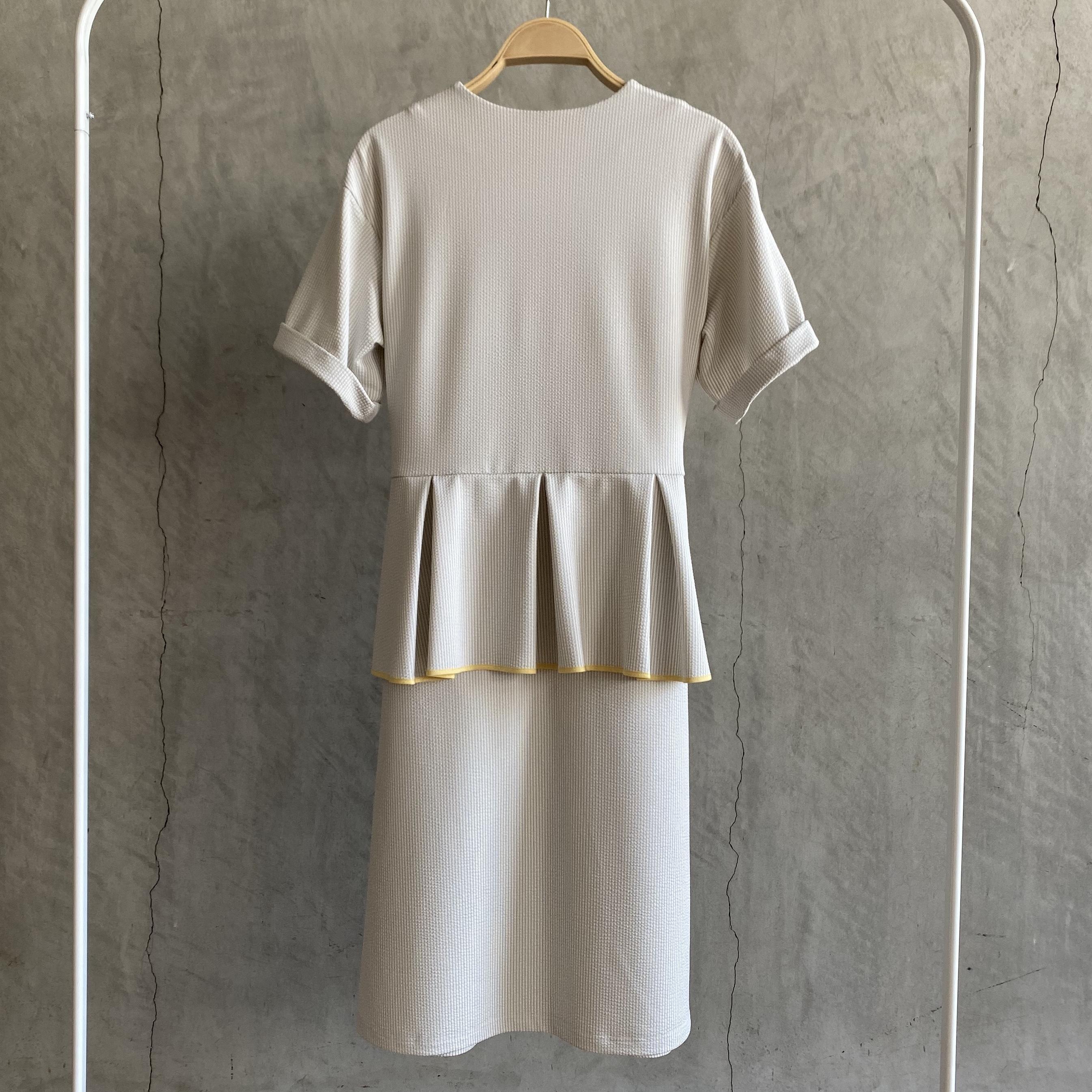 【受注生産・2月下旬〜4月頃お届け】Peplum ribbon T-shirt one piece
