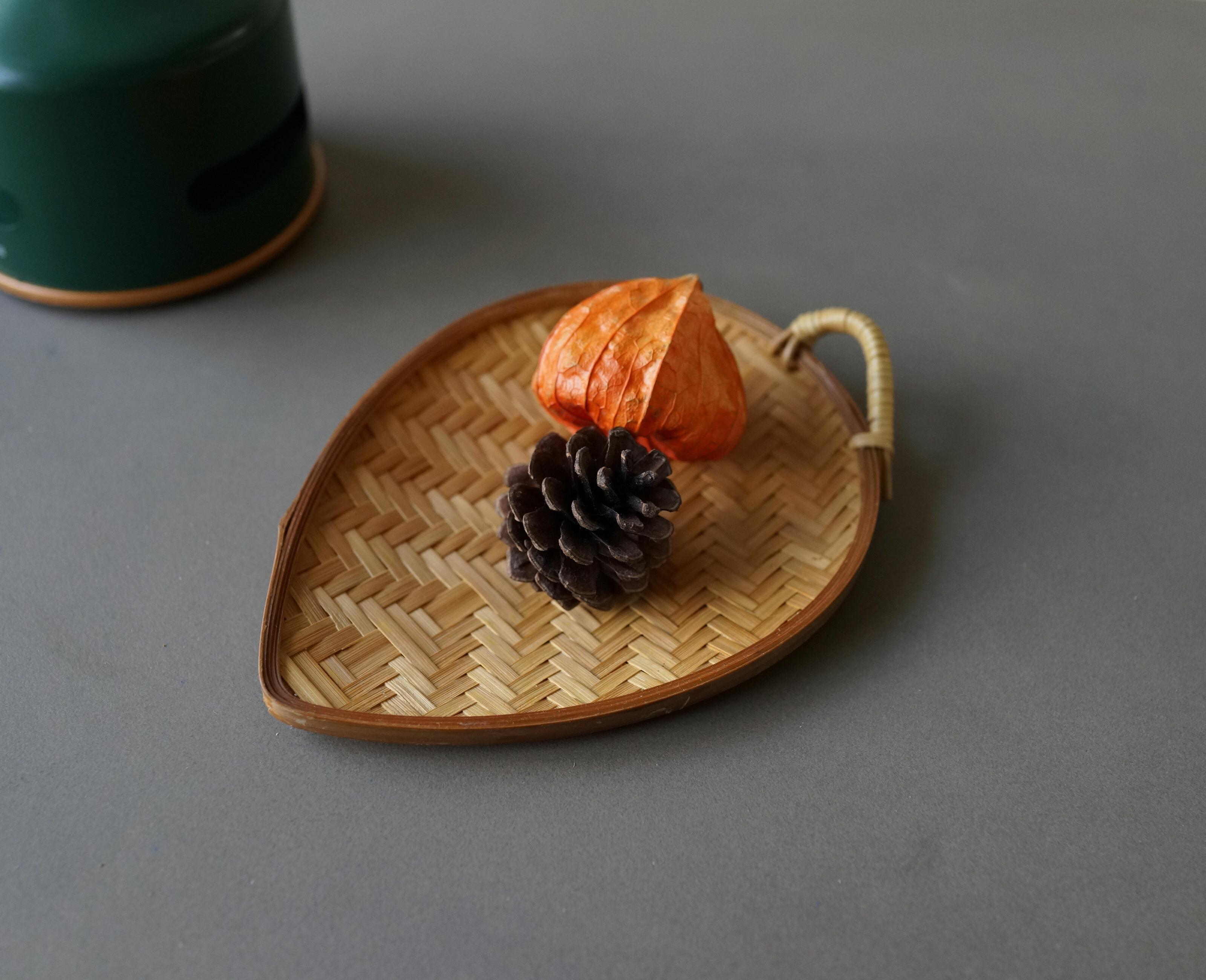 竹編みの皿