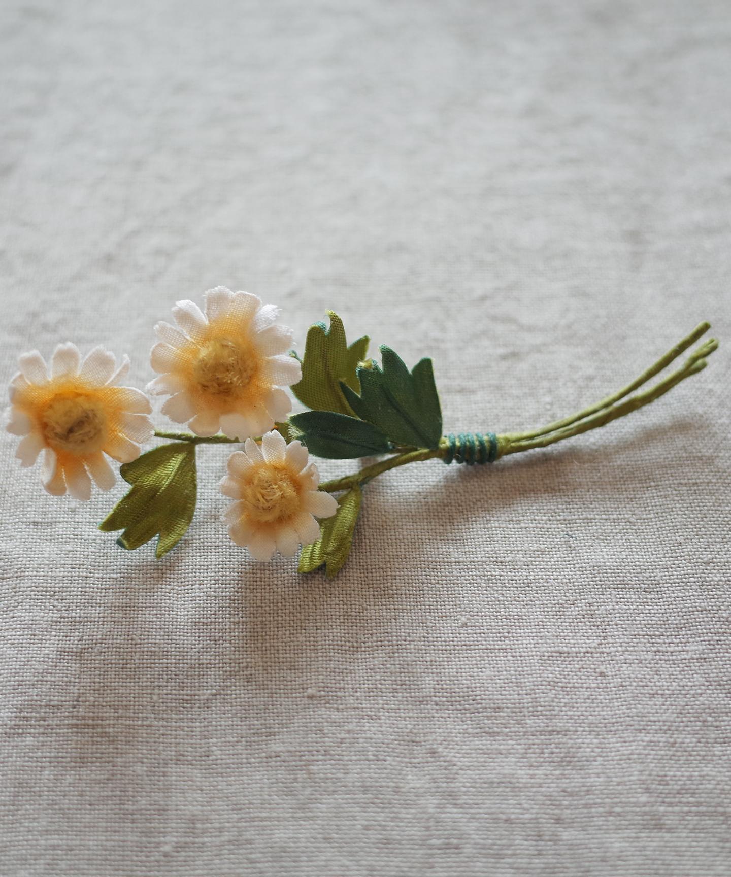 【カモミールの花】ブローチ
