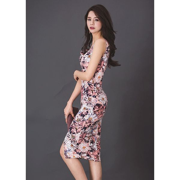d2169bc38505b デコルテが綺麗に見えるワンショルダーのロングドレスはスリット入りでセクシーな女性らしさを演出。 トレンドの花柄プリントは上品でエレガント。