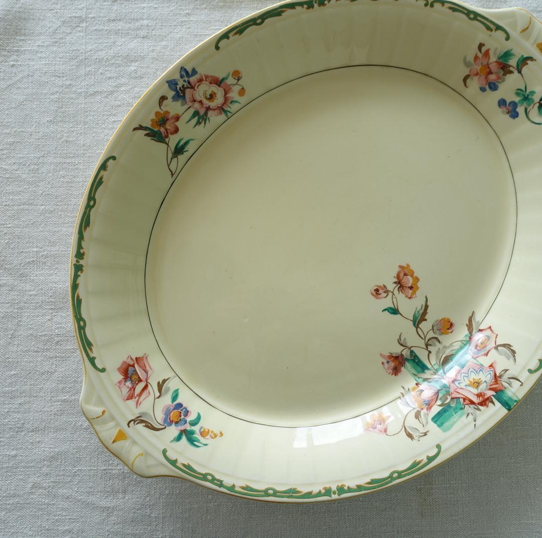 深さのある花柄のオーバル皿