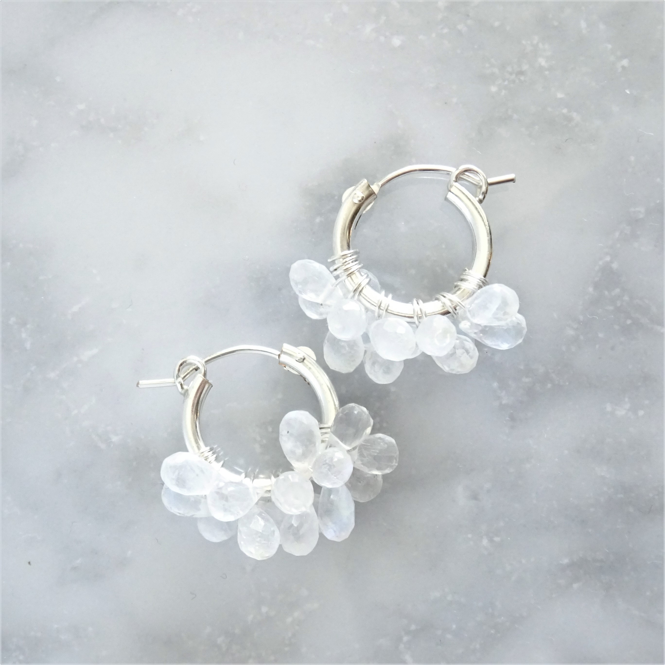 SV925 SF宝石質Rainbow Moonstone*wrapped hoop pierced earring / earring