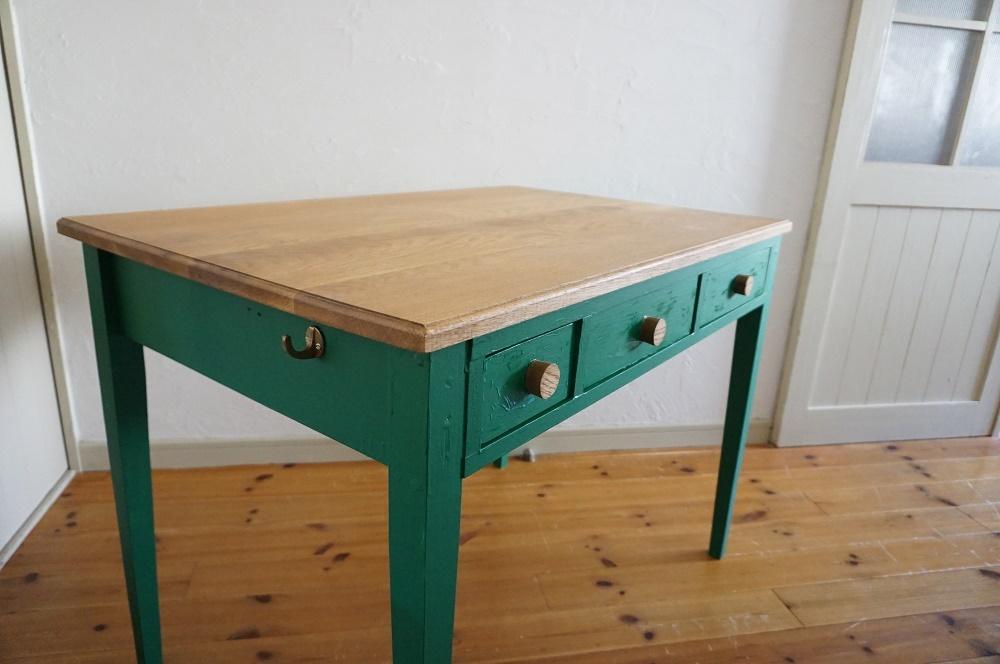 手作りの北欧色の机(深緑)