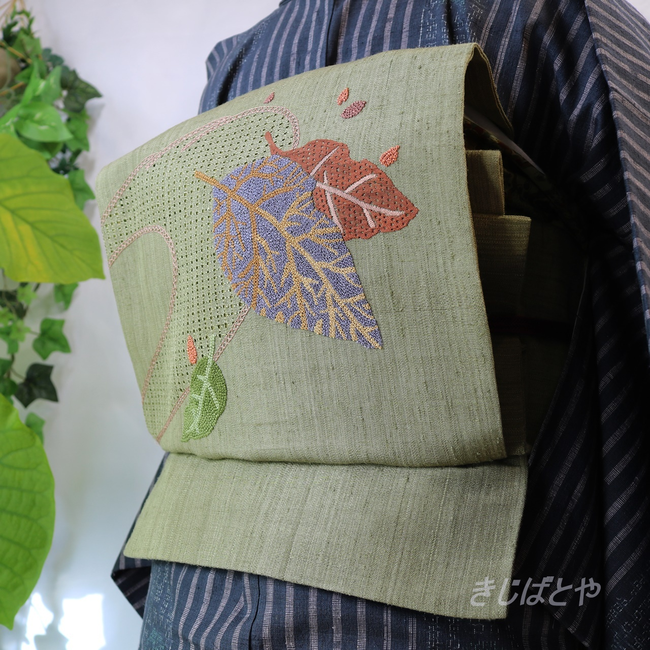 正絹紬 根岸色に相良刺繍のなごや