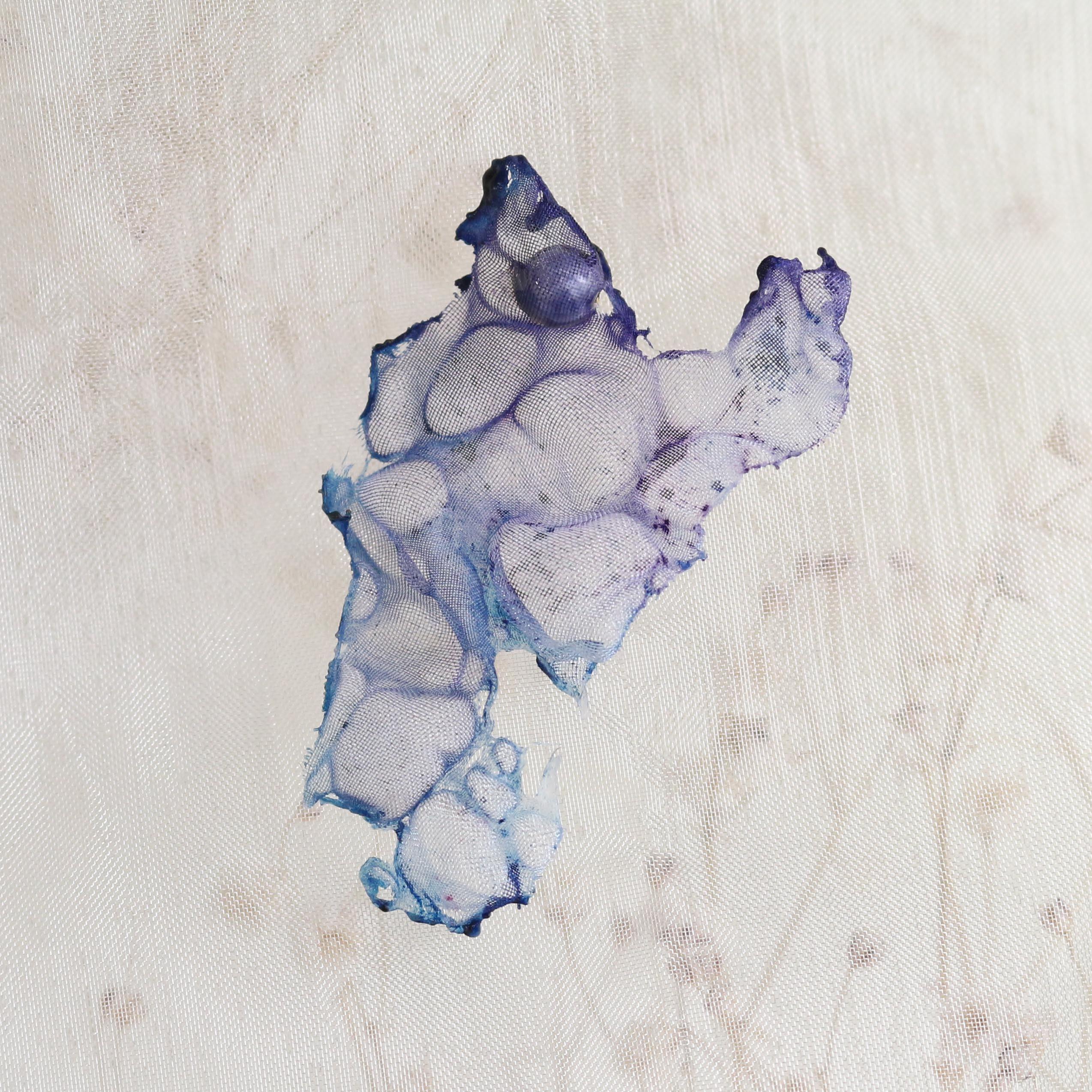 染めオーガンジーのアートピアス|薄すみれ色