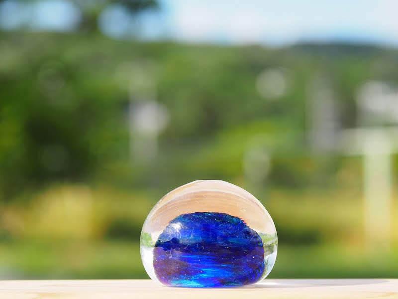 沖縄の思い出ペーパーウェイト(深海)箱あり 琉球ガラス工房 雫