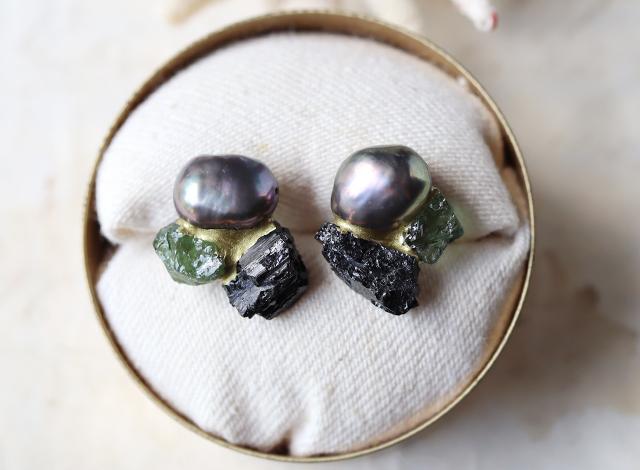 【一点物】原石のトルマリン・アパタイト・パールの金継ぎピアス