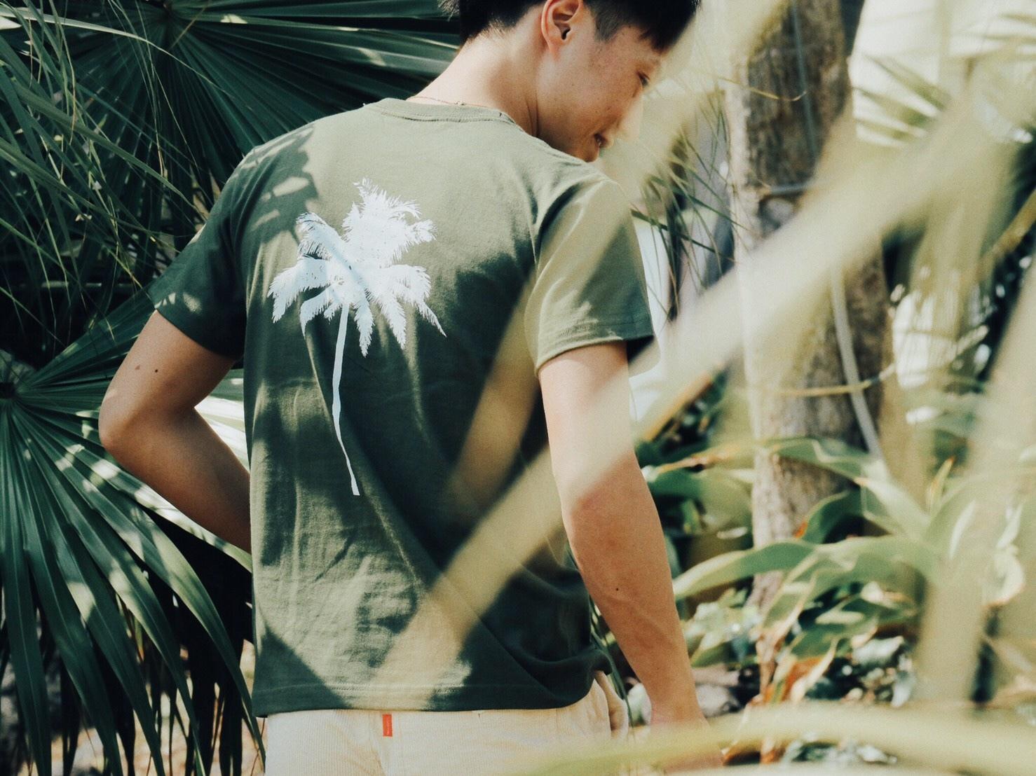【Fine7月号掲載】 Palm tree Tシャツ (khaki)