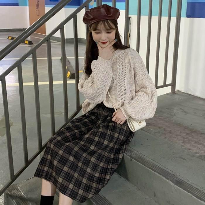 【送料無料】 レトロかわいいセットアップ♡ ボリューム袖 プルオーバー ニット × チェック柄 ミモレ丈 スカート