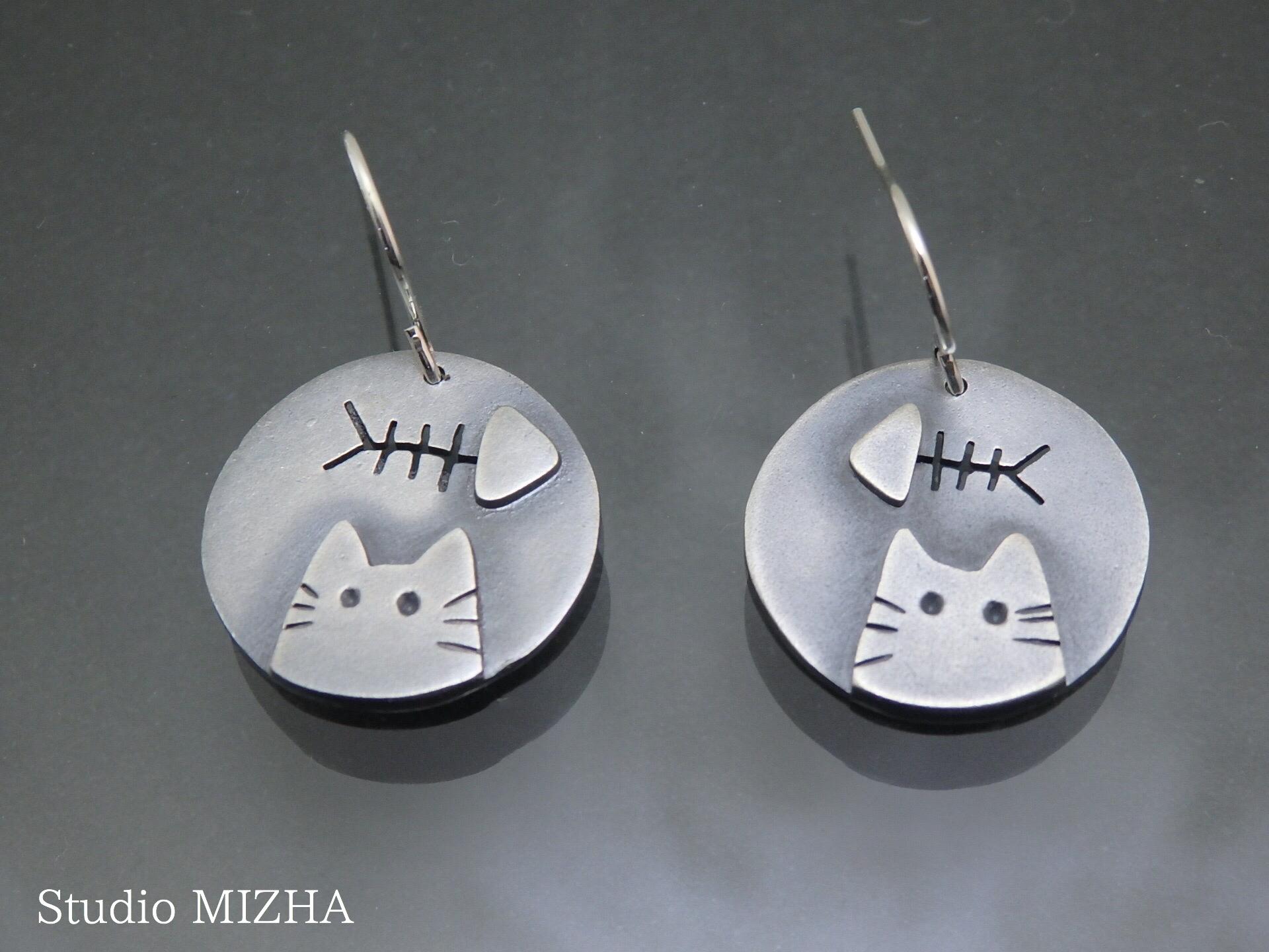 腹ぺこ猫の耳飾り(y-20313)