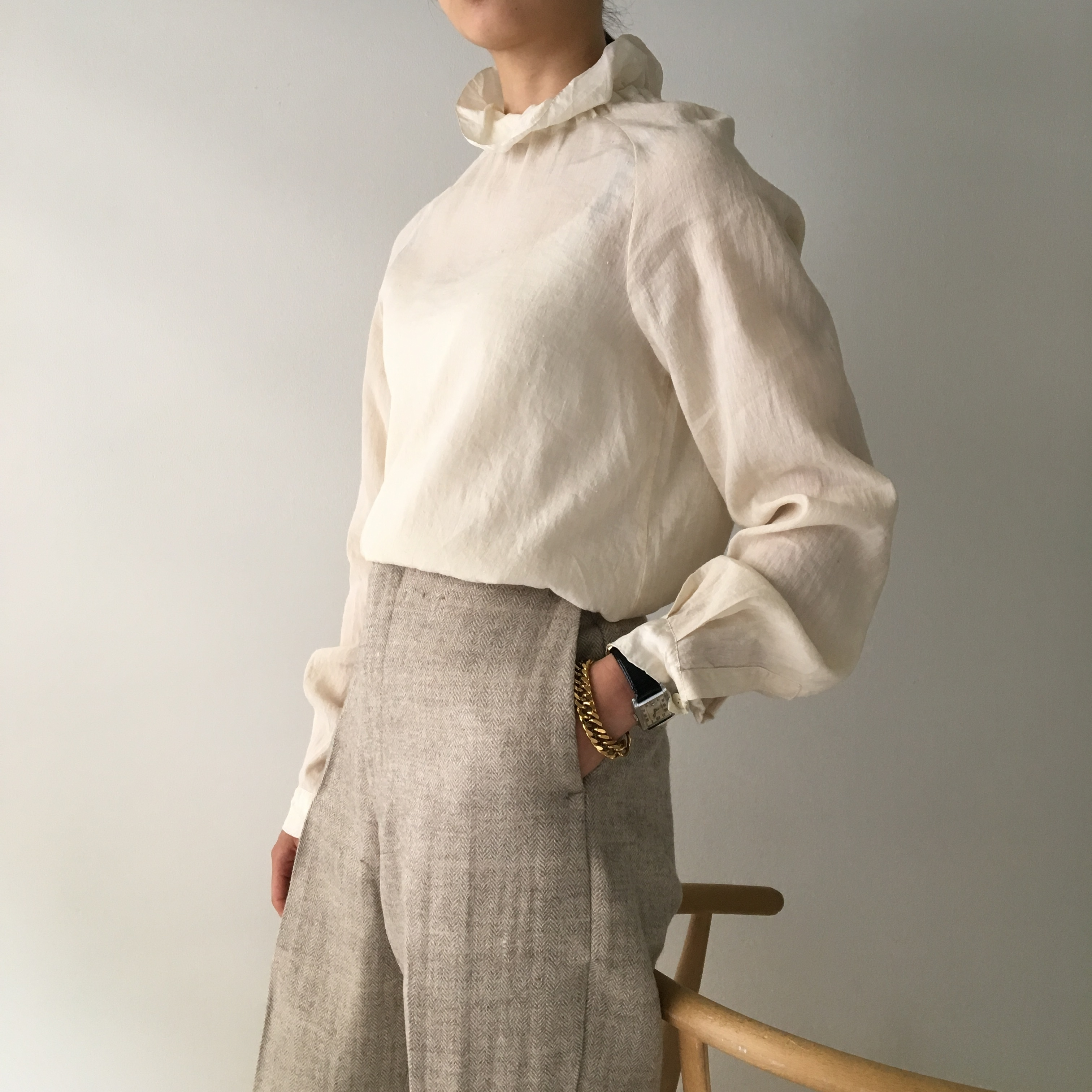 "High neck gather blouse ""Natural White(silk & linen)"""