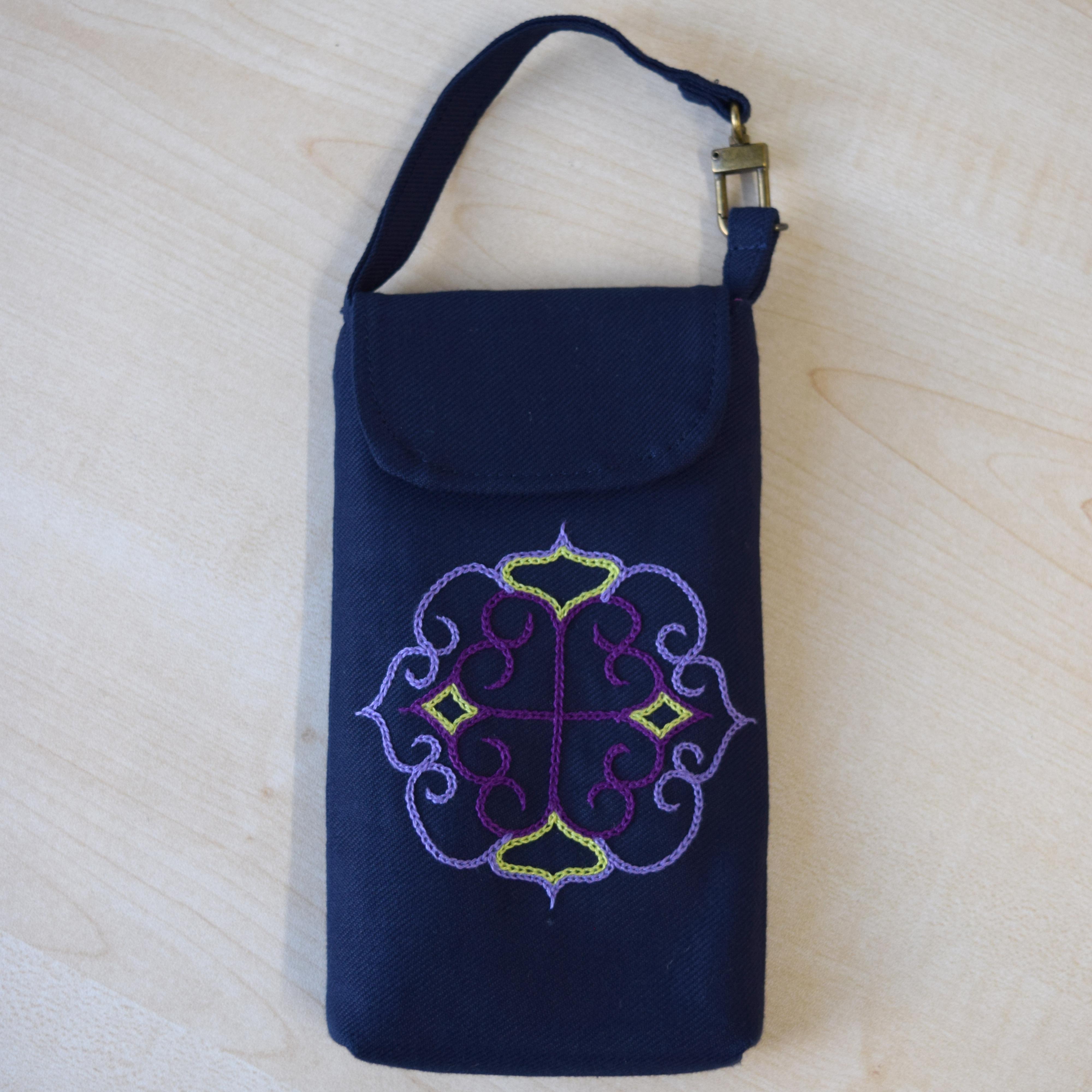 マルチケース(紫刺繍)  multi case 【さっぽろアイヌクラフト】