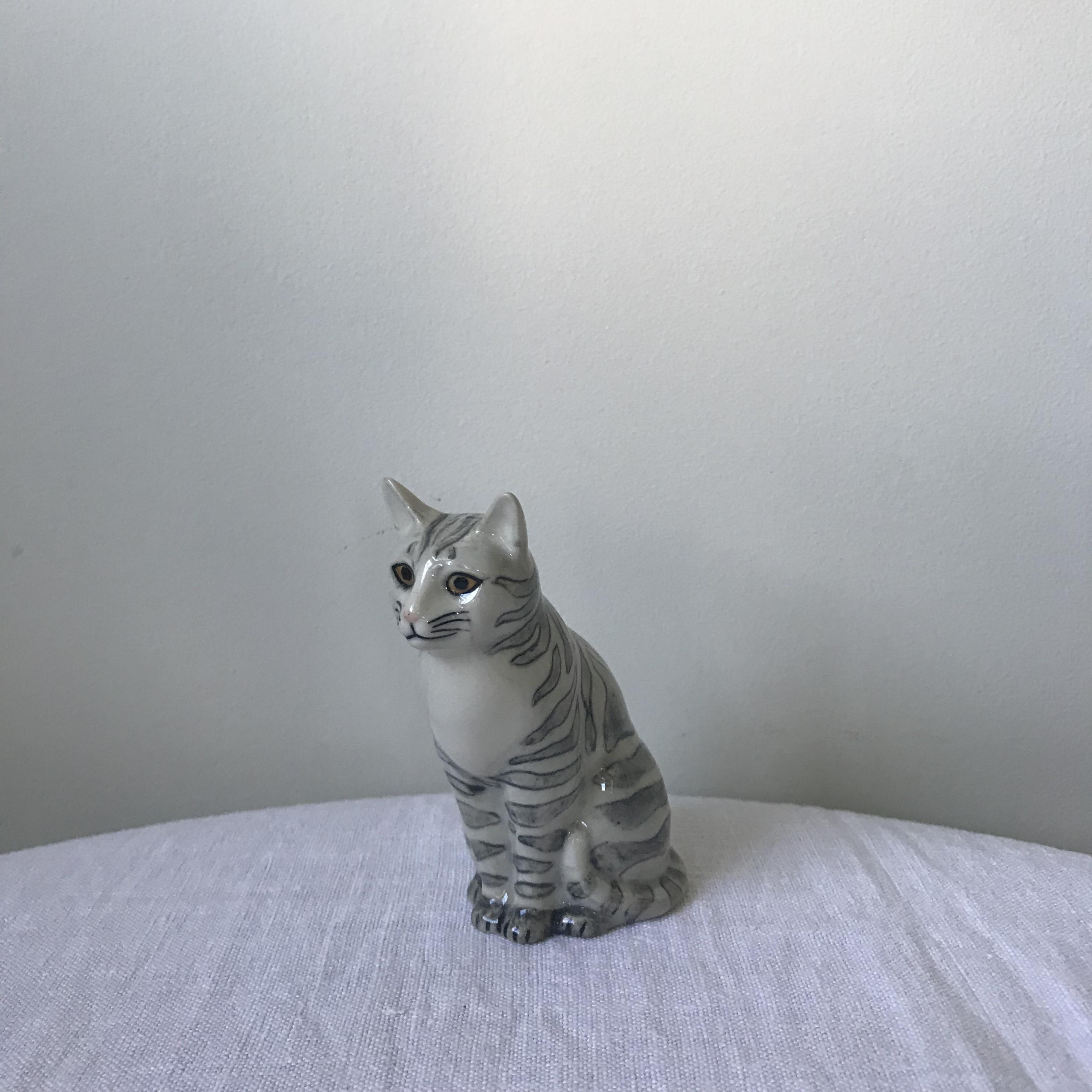 猫の置物1