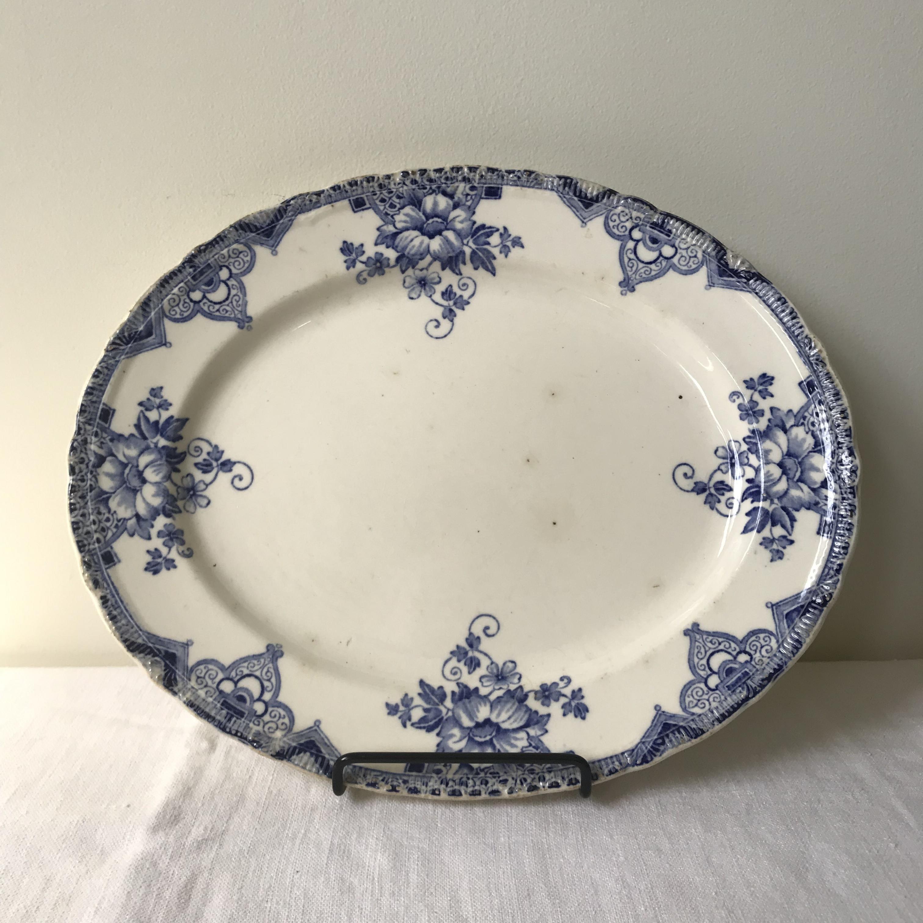 青い花のオーバル皿