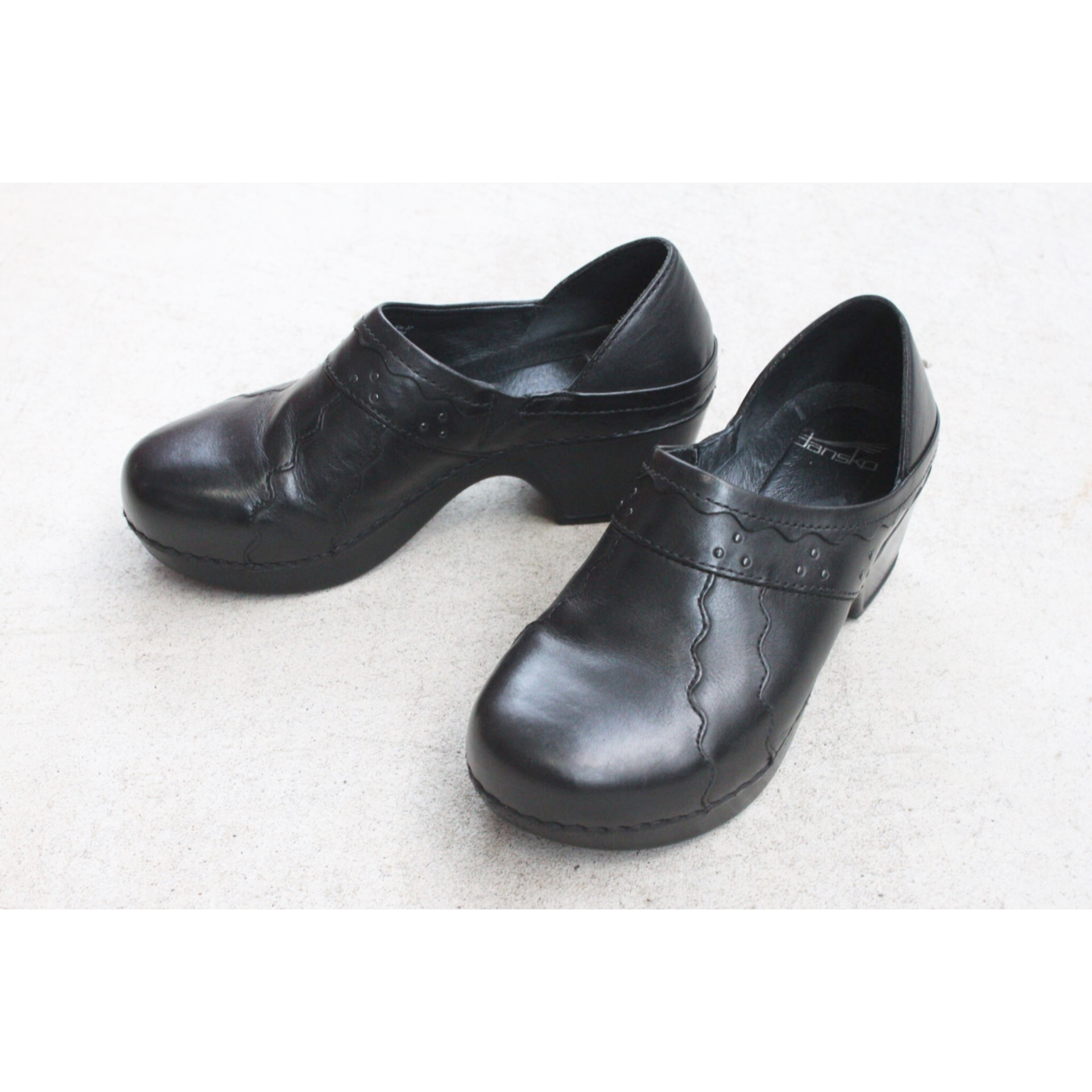 Vintage leather clog shoes by DANSKO
