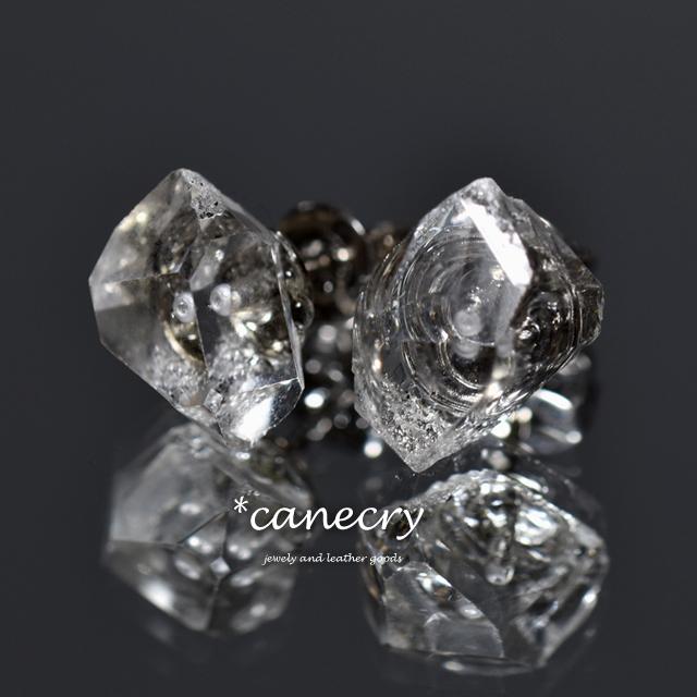 ハーキマーダイヤモンドの原石ピアス