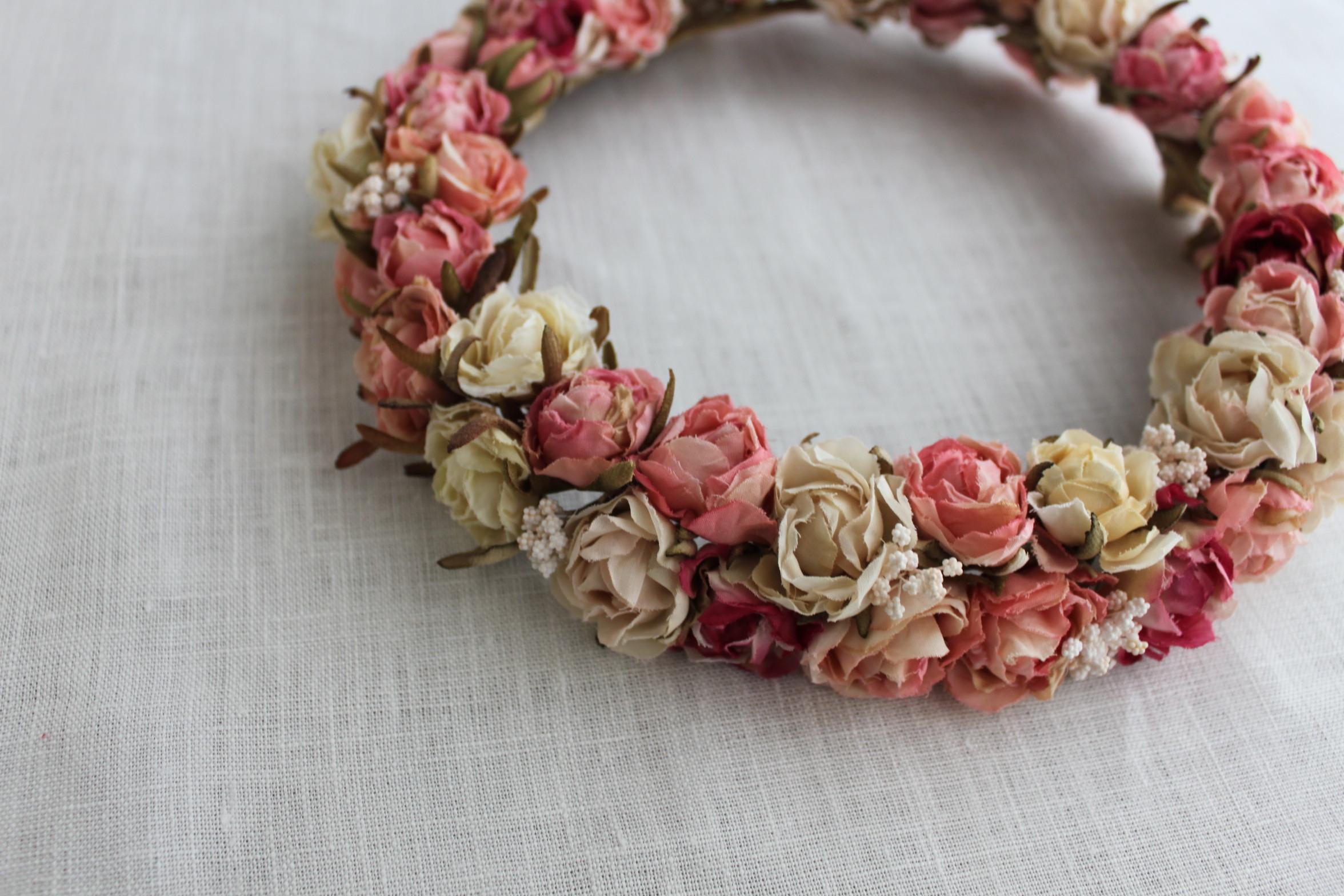 ピンク色の薔薇リース