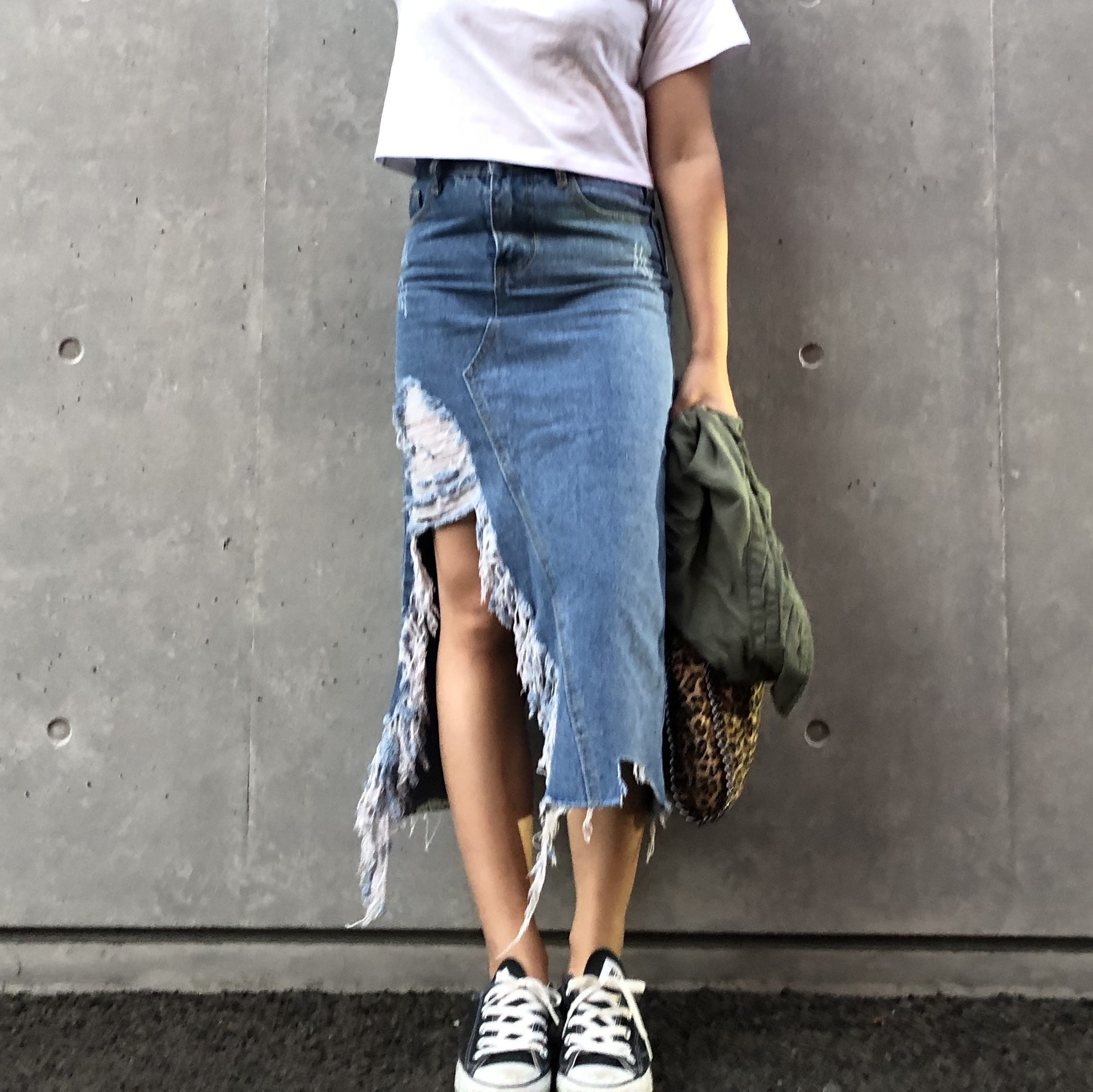 Damage slit long denim skirt