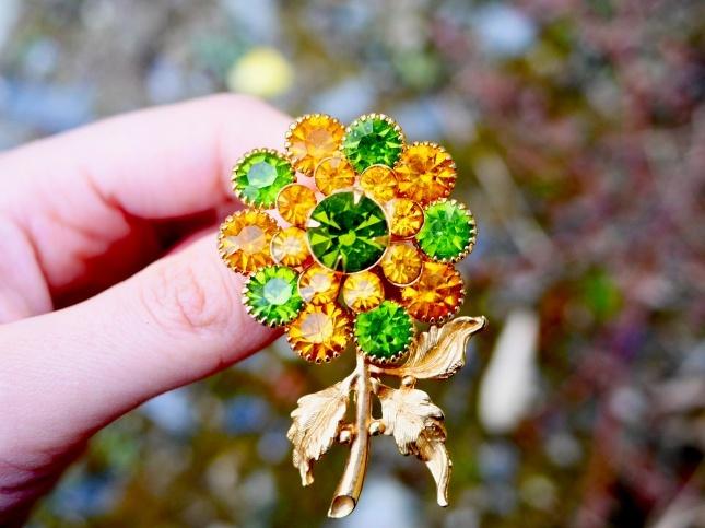 70s vinage brooch きらめくお花のヴィンテージブローチ