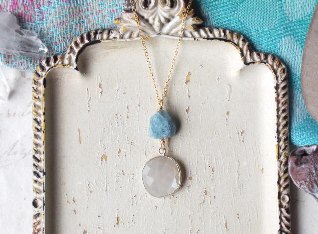 原石のアクアマリンとムーンストーンのネックレス