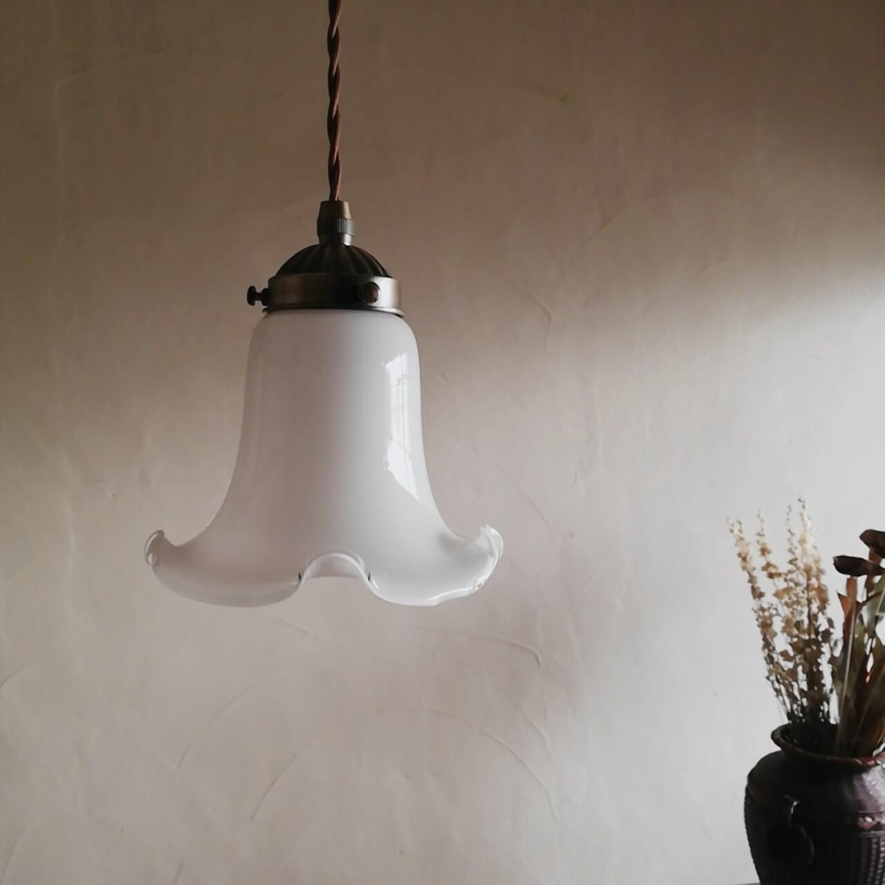 白百合のランプシェード ①