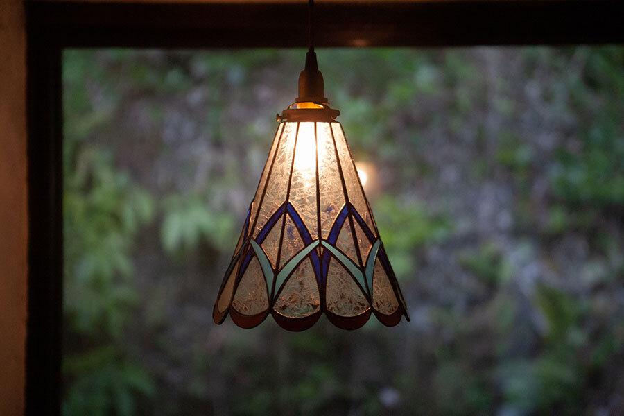 綾(あや)(ステンドグラスの吊りランプ)(ペンダントライト) 01010050