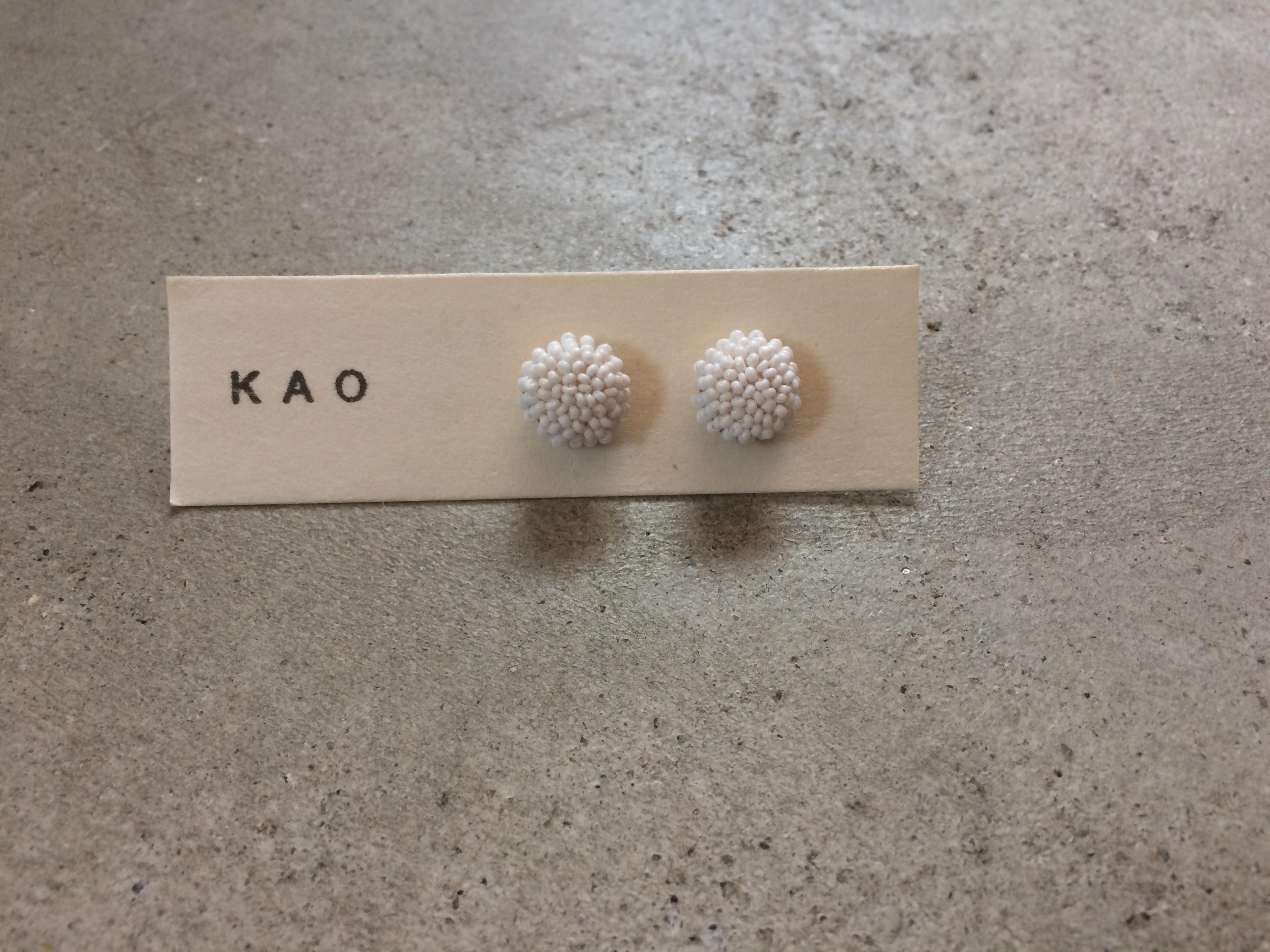 KAO ホワイトビーズ ピアス