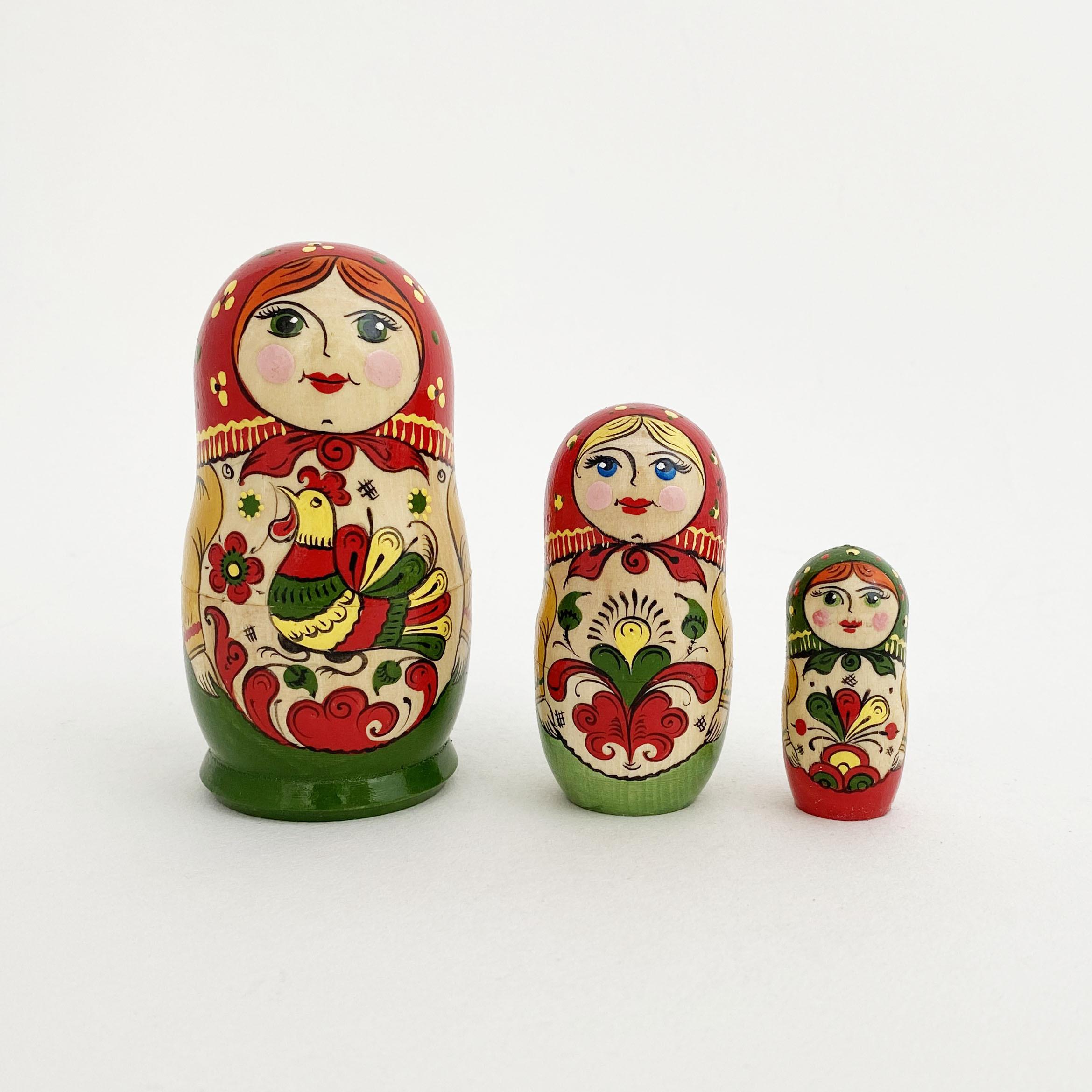アルハンゲリスク産マトリョーシカ/赤緑3個組