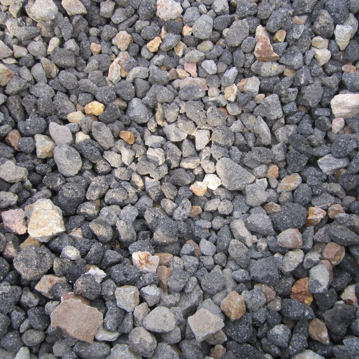 黒系の砂利 浅間石