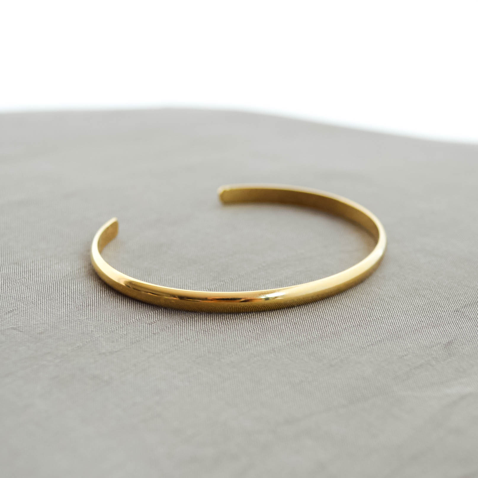 Simple line Bangle(gold)