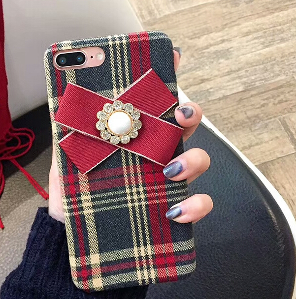 【お取り寄せ商品、送料無料】タータンチェックのケースに赤いリボン付iPhoneケース