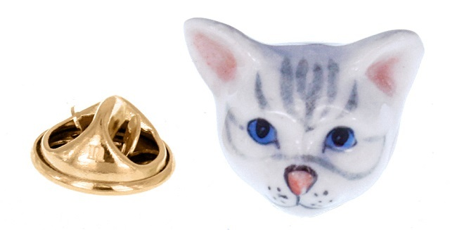 ナッシュ グレー猫 ピンブローチ