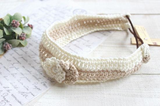 手編みのヘアバンド*花モチーフ オフホワイト・ベージュ/caramel+caramel 型番:350