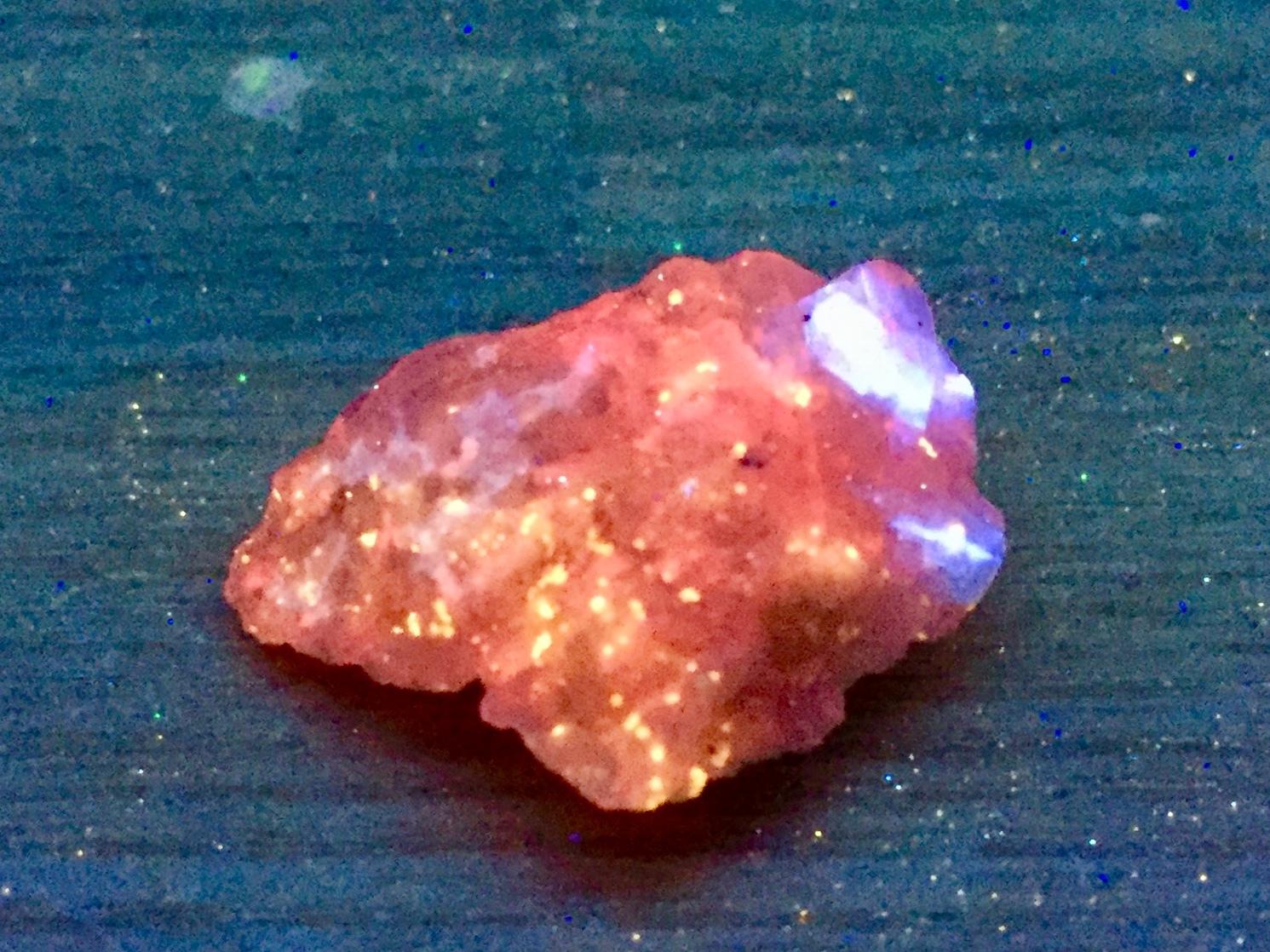 112) 蛍光鉱物