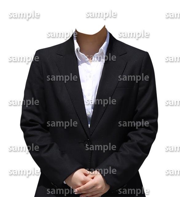 女性白シャツ黒スーツ正面