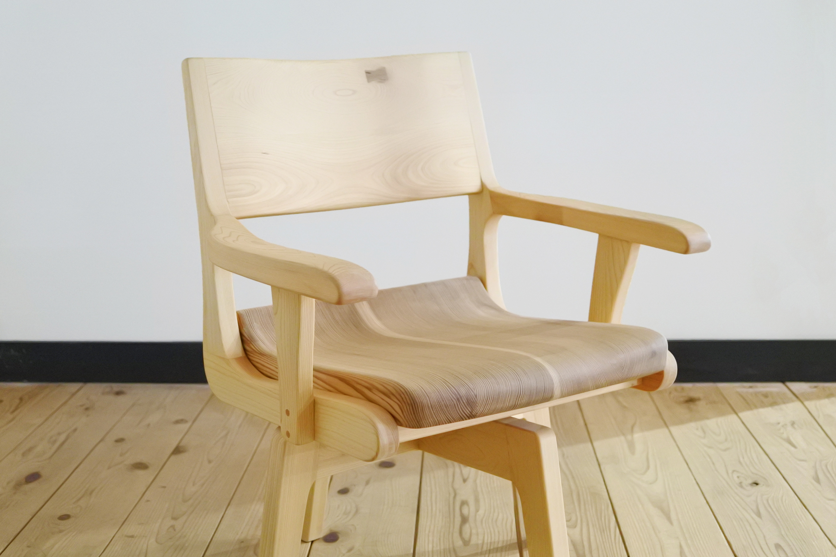 紀州ヒノキの回転椅子