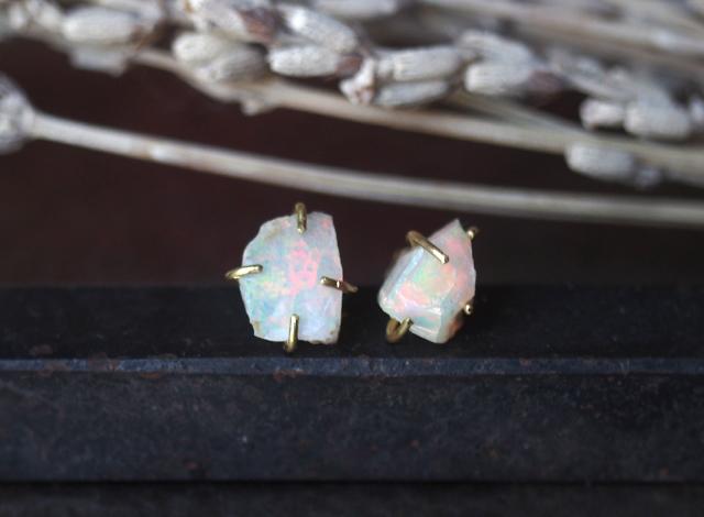 【一点物】原石のオパールのピアス