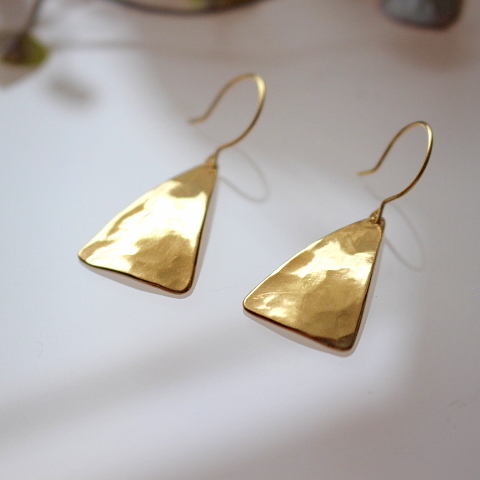 三角真鍮パーツのピアス