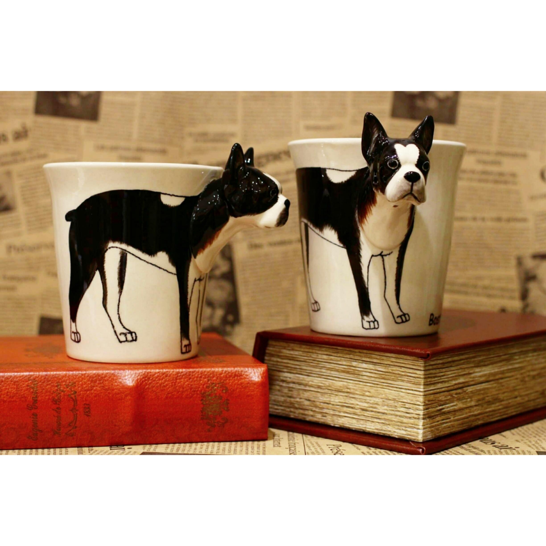 犬のはみ出し顔のマグカップ(ボストンテリア)【電子レンジ/食洗機対応】/浜松雑貨屋 C0pernicus