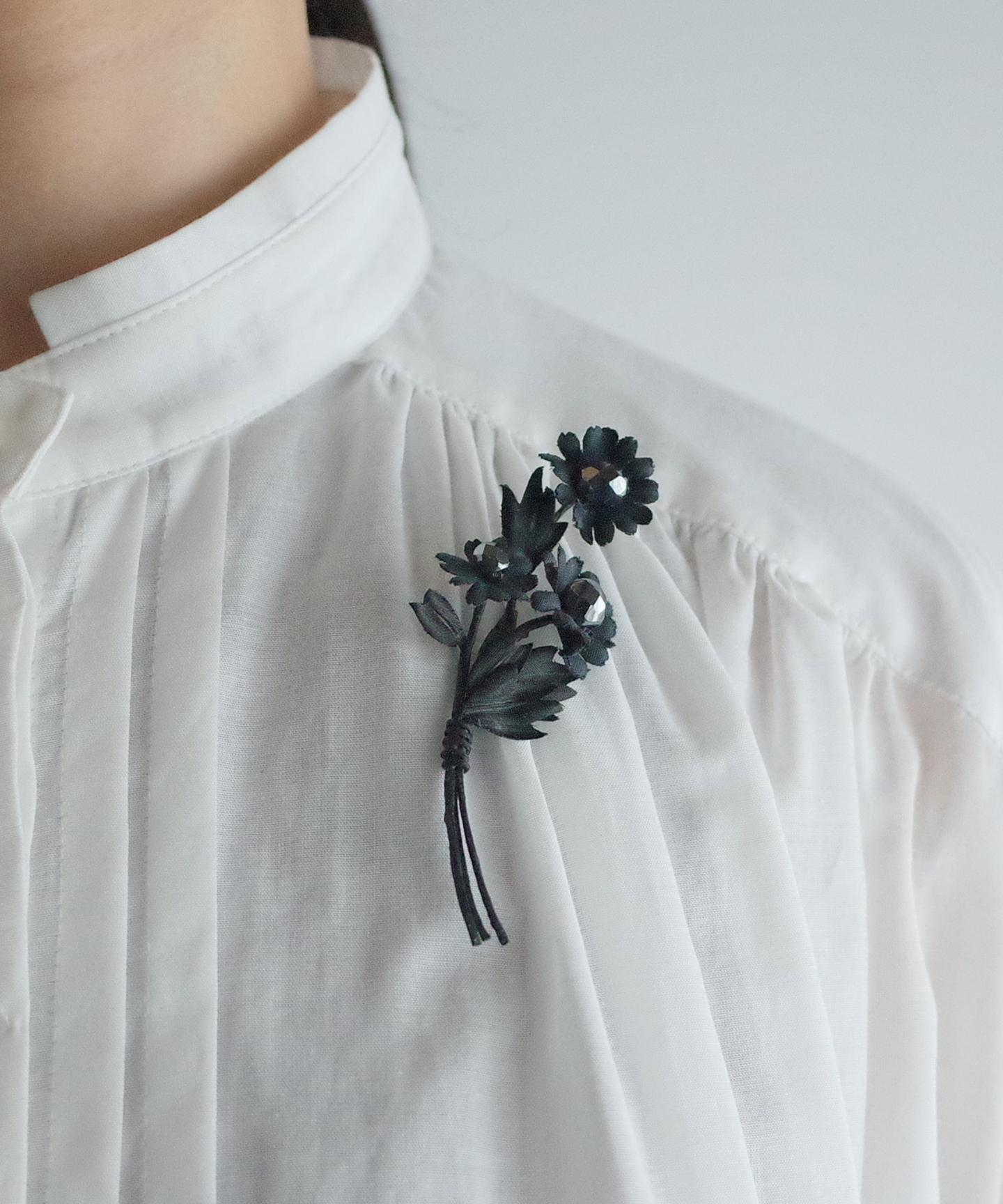 【カモミールの花】ブローチ (BLK)