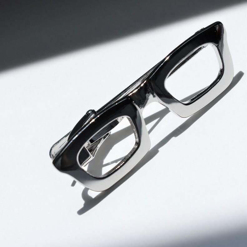 ネクタイピン 眼鏡モチーフ