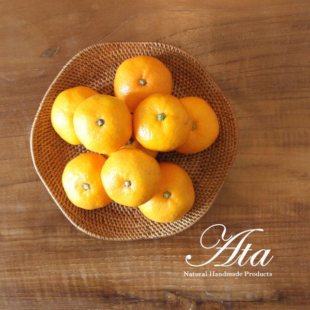 アタ製 手編みのプレート 花のふちどり おもてなしに最適なアタ皿 A04 (お菓子入れ、トレイ、小物置き)