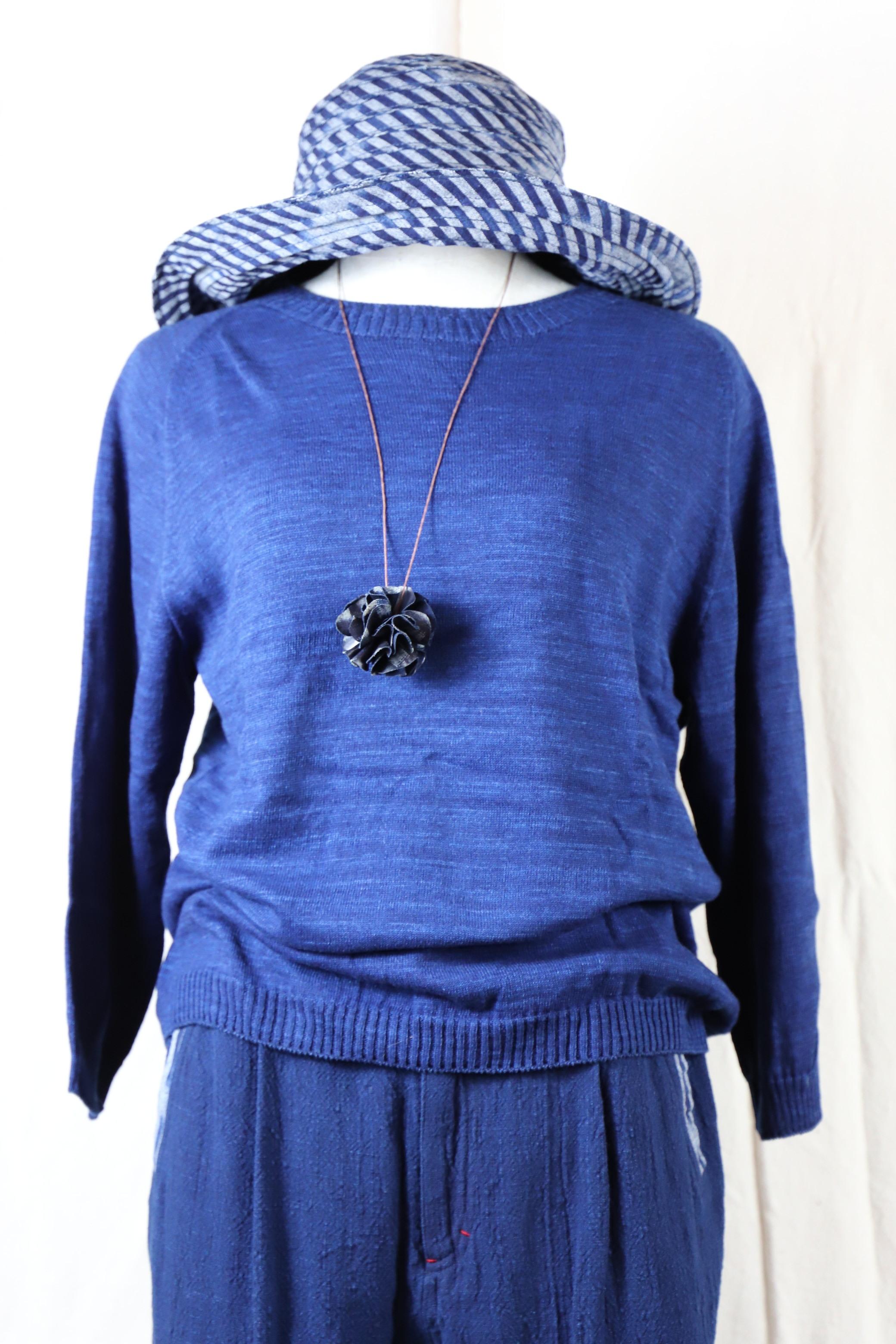 藍染糸で編み上げたセーター KN02