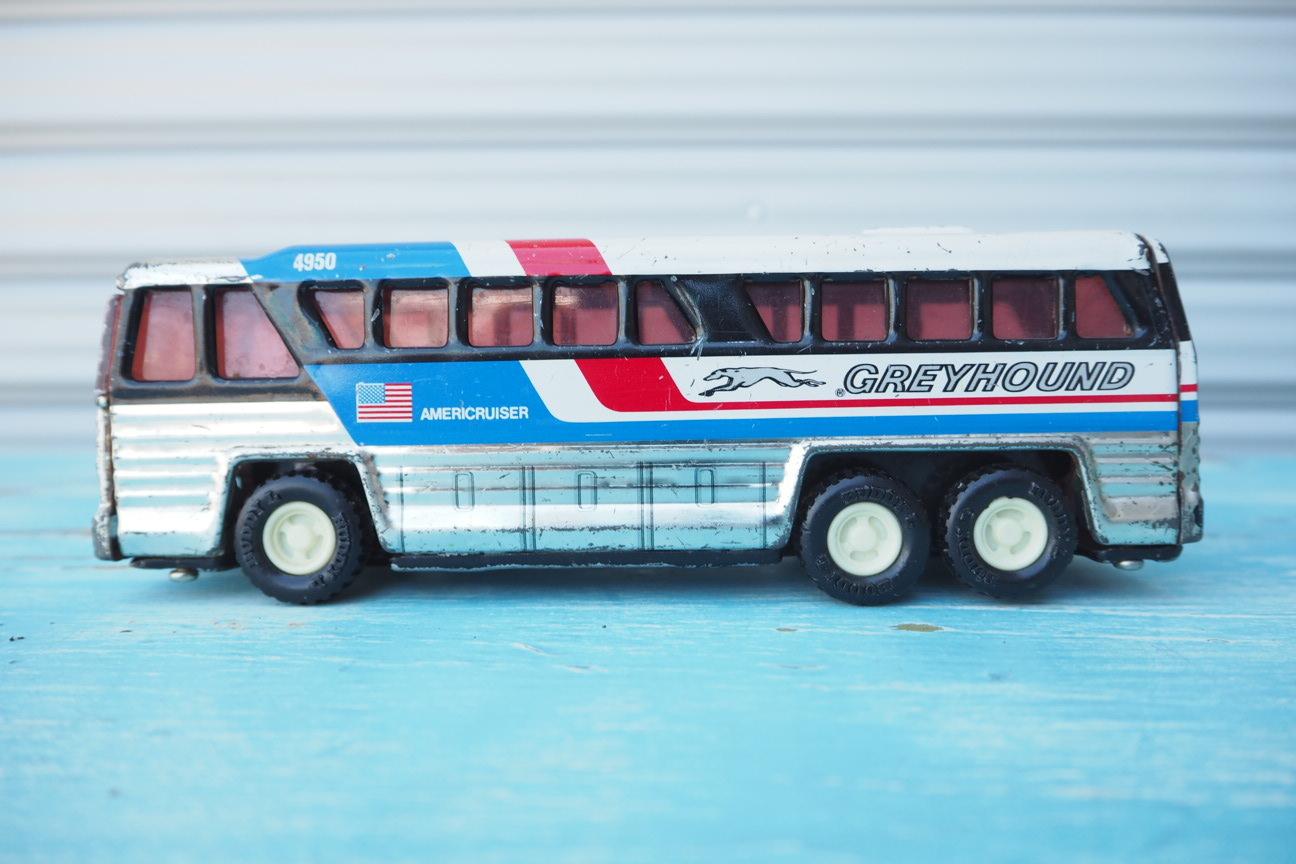 品番2480 アメリカ高速バス ブリキのミニカー