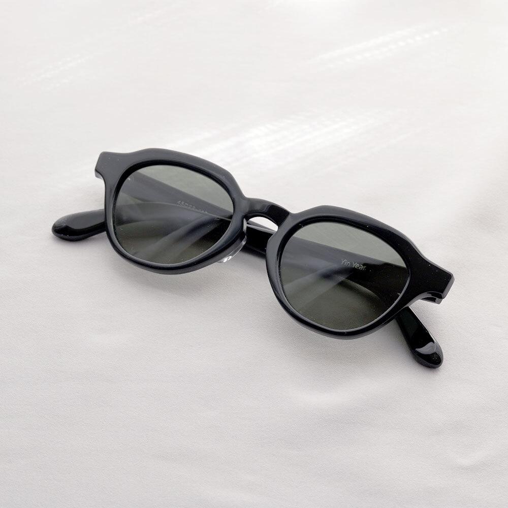 YY - 1 19 / crown pant glasses (black lens)